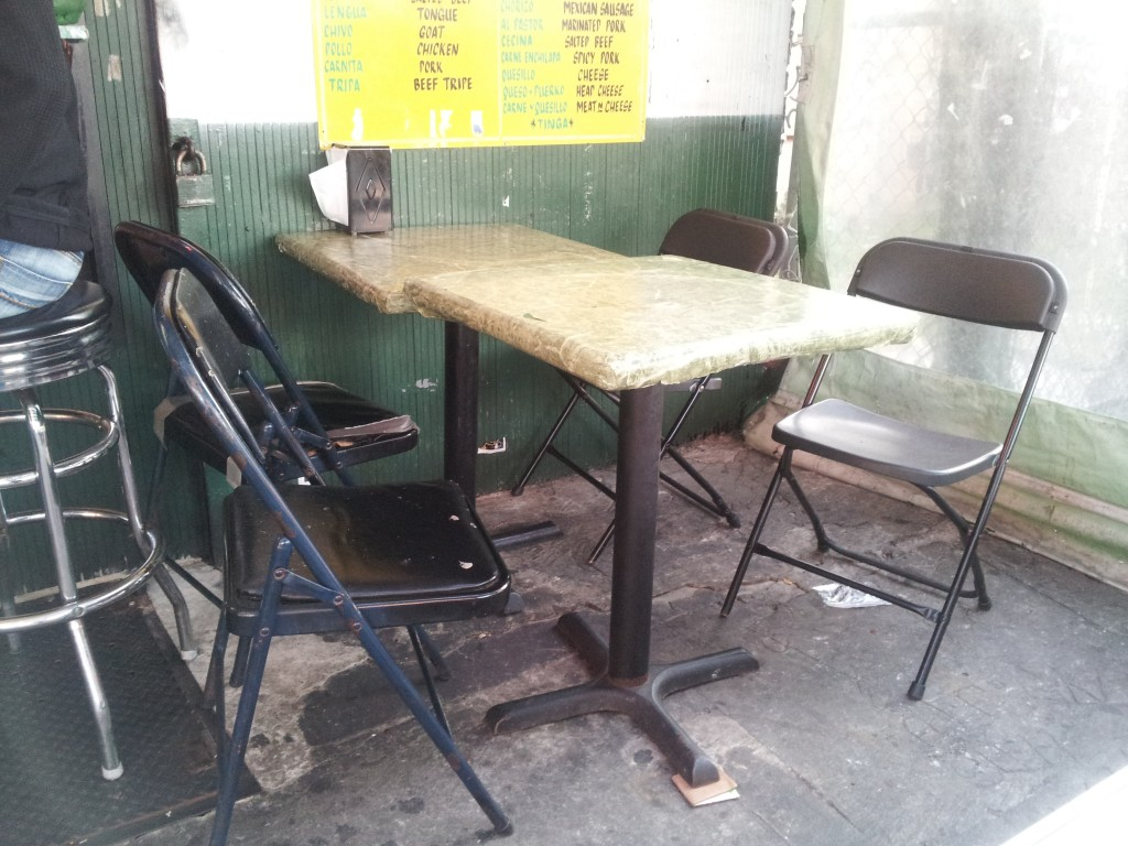 taqueria el paisa table and chairs
