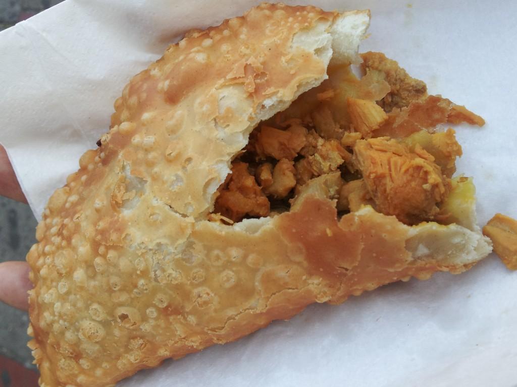 el-palacio-de-las-empanadas-ecuatorianas-chicken